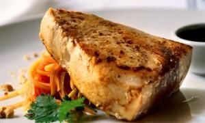 receita-atum-branco-com-salada-de-papaia-verde