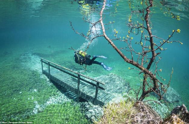 Mergulhador-faz-imagens-incríveis-de-Parque-submerso-1
